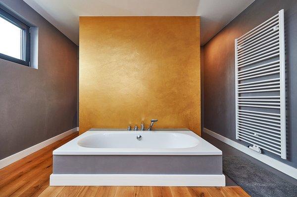 Kreatives Raumdesign im imposanten Badbereich
