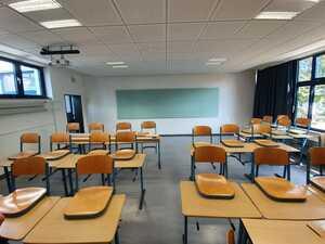 Angenehme Ruhe für ein besseres Lernen – Klassenzimmer in Gymnasium mit Schallschutz optimiert